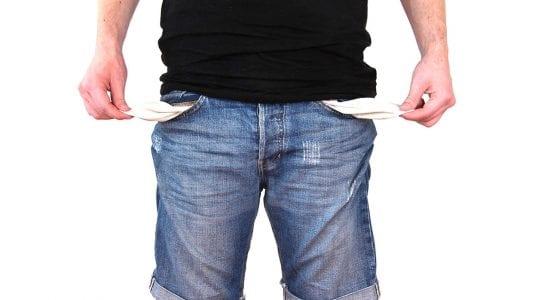Selbstständigkeit, Kein Geld, Mann mit leeren Hosentaschen